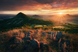 Warming beams of the late summer's sun --- Hřejivé paprsky pozdně letního slunce